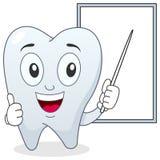 Caractère heureux de dent et conseil blanc Photographie stock libre de droits