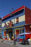 Caractères au balcon en La Boca Image stock