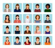 Caractères d'avatars réglés de différentes femmes aimables Visages femelles d'affaires, élégants et de sports d'icônes illustration stock
