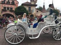 Caractères de conte de fées au parc de Disneyland Photo stock