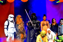 Caractères de Guerres des Étoiles au défilé de Halloween Image stock