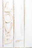 Caractères de lettres en bois d'AMOUR sur la table rustique Photos stock
