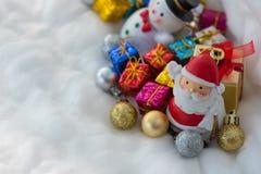 Caractères et décorations colorés de Noël Photo stock
