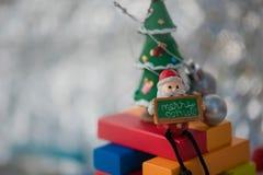 Caractères et décorations colorés de Noël Photographie stock