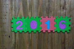 Caractères gras et numéros 2016 avec le fond en bois Image stock