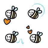 Caractères mignons d'abeille avec des coeurs Photos stock