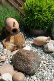 Caractéristique de l'eau dans un jardin d'agrément Photographie stock