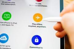 Caractéristiques d'arcade d'Apple sur le pro jeu de comprimé d'iPad off-line photos libres de droits