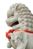 Caractéristiques en pierre blanches de lions dans le ciel Photos libres de droits