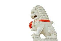 Caractéristiques en pierre blanches de lions dans le ciel Photo libre de droits
