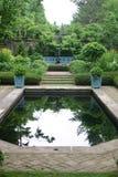 Característica da água em um jardim Imagens de Stock Royalty Free