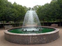 Característica da fonte de água do jardim Foto de Stock