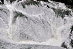 Característica de la colisión de la onda de agua Fotos de archivo libres de regalías
