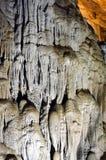 Características pitorescas do cársico iluminadas na caverna Imagens de Stock