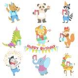 Caracteres animales humanizados que asisten al sistema de la celebración de la fiesta de cumpleaños Foto de archivo libre de regalías
