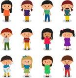 Caracteres de los niños que expresan emociones libre illustration