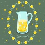Carafe с лимоном E r На зеленой предпосылке с пузырями иллюстрация штока