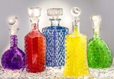Carafe avec les boules colorées Images libres de droits