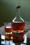 Carafe con whisky immagine stock