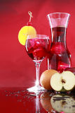Carafe do Sangria para dois ou suco de fruta mixa Foto de Stock