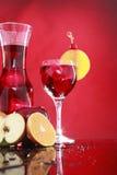 Carafe do Sangria para dois ou suco de fruta mixa Imagens de Stock
