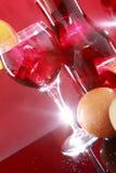 Carafe do Sangria para dois ou suco de fruta mixa Fotos de Stock Royalty Free