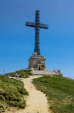 Caraiman kors i Bucegi, Carpathian berg i Rumänien Royaltyfria Foton