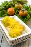 Carambola (starfruit), caquis y araucaria Fotos de archivo