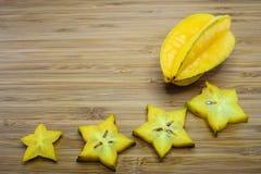 Carambolafrucht oder Sternfrucht (Averrhoa Carambola) Lizenzfreie Stockfotos