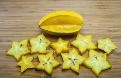 Carambolafrucht oder Sternfrucht (Averrhoa Carambola) Stockbild