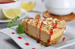 Caramel cheesecake with almond Royalty Free Stock Photography