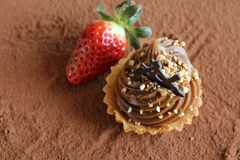 caramel cupcake with strawberry Royalty Free Stock Photography