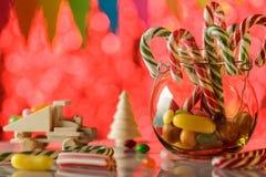Caramel de canne, dans un pot en verre Tous pendant des vacances agréables douces Chil Photo stock