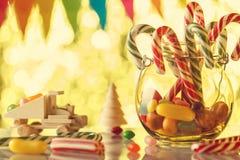 Caramel de canne, dans un pot en verre Tous pendant des vacances agréables douces Chil Image stock