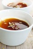Caramel de crème avec du sucre caramélisé Image stock
