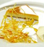 Caramel de crème avec la praline images stock