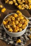 Caramel de style de Chicago et maïs éclaté de fromage photos libres de droits