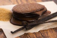 Caramel fondu de sucre roux avec la vanille photographie stock libre de droits