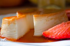 Caramel ou Flan de crème classique une fin vers le haut de tir photographie stock