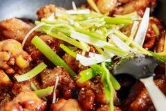 Caramelized asiatiska fega vingar med den selektiva fokusen Royaltyfri Foto