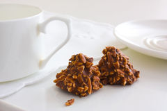 Caramella di cioccolato con le noci fotografia stock