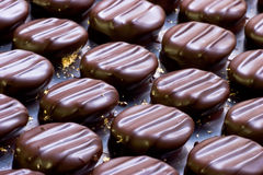 Caramella di cioccolato con oro Immagine Stock Libera da Diritti