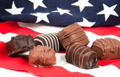 Caramella di cioccolato sulla bandiera americana Fotografia Stock Libera da Diritti