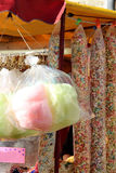 Caramella di cotone e popcorn dolce Fotografie Stock