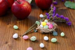Caramella di Pasqua nel nido Fotografia Stock