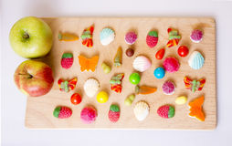 Caramella dolce e due mele Immagine Stock