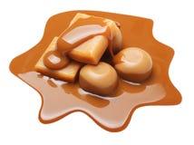 Caramella e salsa del caramello isolate fotografia stock libera da diritti
