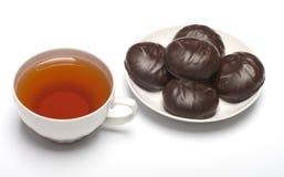 Caramella gommosa e molle e tazza con tè. Fotografia Stock