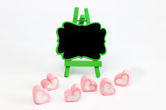 Caramella gommosa e molle nella forma del cuore e nel supporto della lavagna Fotografia Stock