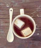 Caramella gommosa e molle nella tazza Immagini Stock
